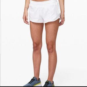"""Lululemon 2.5"""" Hottie Hot Shorts Size 6"""
